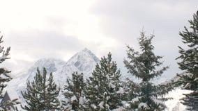 Cacerola 4K de Lanscape de las montañas Nevado almacen de video
