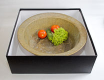 Cacerola redonda del viejo tonelero del vintage en caja negra Imagen de archivo