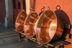 Cacerolas de cocinar de cobre Foto de archivo