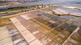 Cacerolas históricas de la sal en Aveiro, Portugal Imagen de archivo libre de regalías