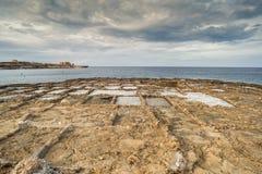 Cacerolas talladas de la sal, Malta, Gozo, Europa Foto de archivo libre de regalías