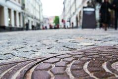 Cache d'écoutille sur la rue photo libre de droits