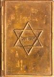 Cache de cuivre d'un vieux livre de prière juif photo libre de droits