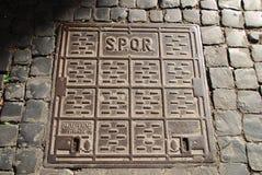 Cache de trou d'homme de SPQR photo stock