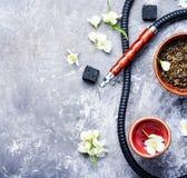 Cachimba del tabaco oriental con el aroma floral del jazmín Imágenes de archivo libres de regalías