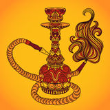 Cachimbo de água com ornamento oriental e fumo ilustração do vetor