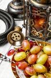 Cachimbo de água e grande uva Imagem de Stock