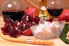 Cachimbo de água, vinho e doces Fotografia de Stock