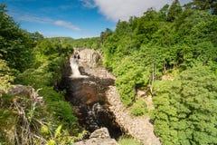 Cachoeira alta da força no verão Imagens de Stock