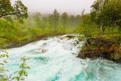 Cachoeira ao longo do Aurlandsfjellet Noruega Fotografia de Stock Royalty Free