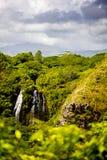 Cachoeira atrás dos penhascos Foto de Stock Royalty Free