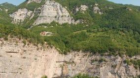 Cachoeira Azerbaijão de Afurja Tiro regional de Dron vídeos de arquivo