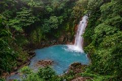 Cachoeira azul celestial no parque nacional do tenorio volcan, vista superior fotos de stock royalty free