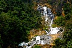 Cachoeira bonita com natureza de surpresa imagens de stock