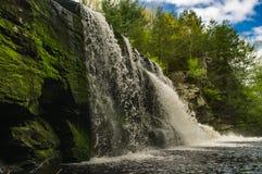Cachoeira bonita da primavera Imagens de Stock Royalty Free
