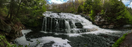 Cachoeira bonita da primavera Fotos de Stock Royalty Free