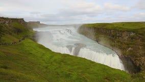 Cachoeira bonita dos gullfoss em Islândia no verão filme