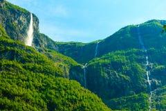 Cachoeira bonita em fiordes de Noruega Imagens de Stock