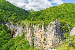 Cachoeira bonita em montanhas de Vratsa Balcãs foto de stock royalty free