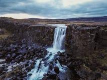 Cachoeira bonita Oxarafoss em Islândia do sul fotografia de stock