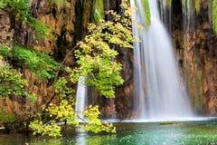 Cachoeira cénico no outono imagem de stock royalty free