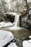 Cachoeira coberto de neve - plano lamba quedas - montanhas apalaches - Kentucky fotografia de stock royalty free