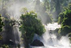 Cachoeira com feixe luminoso Imagens de Stock