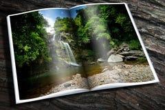Cachoeira com livro fotografia de stock