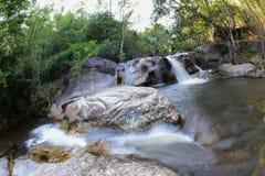 Cachoeira com movimento da água em Kanchanaburi, Tailândia Imagem de Stock Royalty Free