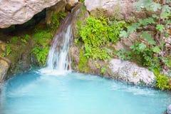 Cachoeira com pedras imagens de stock royalty free