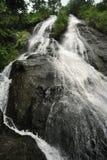 Cachoeira da corrediça, igualmente conhecida como o EL Tobogan de Catarata, tumles para baixo no fresco de Viento, Costa Rica imagem de stock