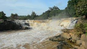 Cachoeira da música de Kaeng, atração turística natural na província de Phitsanulok, Tailândia vídeos de arquivo