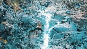 Cachoeira da montanha do outono Dia livre filme