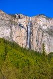 Cachoeira da queda do Horsetail de Yosemite na mola Califórnia imagem de stock