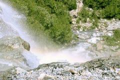 Cachoeira de Alibek Montanhas de Dombay O Caucas do norte Fotografia de Stock