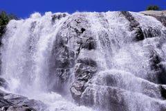 Cachoeira de Alibek Montanhas de Dombay O Caucas do norte Fotos de Stock Royalty Free