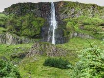 Cachoeira de Bjarnarfoss na extremidade ocidental da pena dos snaefellsnes Fotos de Stock