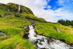 Cachoeira de Bjarnarfoss na extremidade ocidental dos snaefellsnes Imagem de Stock