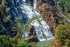 A cachoeira de Chitradhara é uma das grandes atrações de Bastar em Chhattisgarh Localizado em uma vila chamou Potanar, foto de stock royalty free