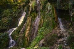 Cachoeira de Clocota, cachoeira bonita das montanhas romenas Foto de Stock