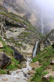 Cachoeira de conexão em cascata na vila Laza, região de Gusar de Azerbaijão Foto de Stock