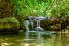 Cachoeira de Erawan, Kanchanaburi, Tailândia fotografia de stock