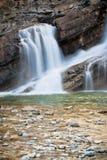 Cachoeira de fluxo lisa Fotos de Stock Royalty Free