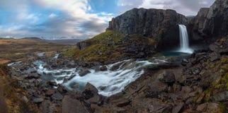 Cachoeira de Folaldafoss nos fiordes orientais fotos de stock royalty free