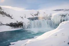 Cachoeira de Godafoss em Islândia durante o inverno Fotos de Stock