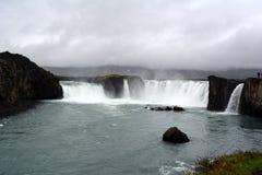 Cachoeira de Godafoss em Islândia no verão fotografia de stock
