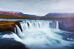 Cachoeira de Godafoss no rio de Skjalfandafljot imagem de stock