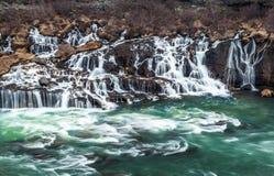 Cachoeira de Hraunfossar em Islândia Foto de Stock