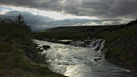 Cachoeira de Hraunfossar no rio de Hvita, Islândia imagem de stock royalty free