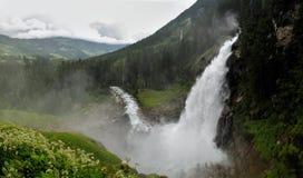 Cachoeira de Krimmel - uma das cachoeiras as mais altas em Europa Foto de Stock